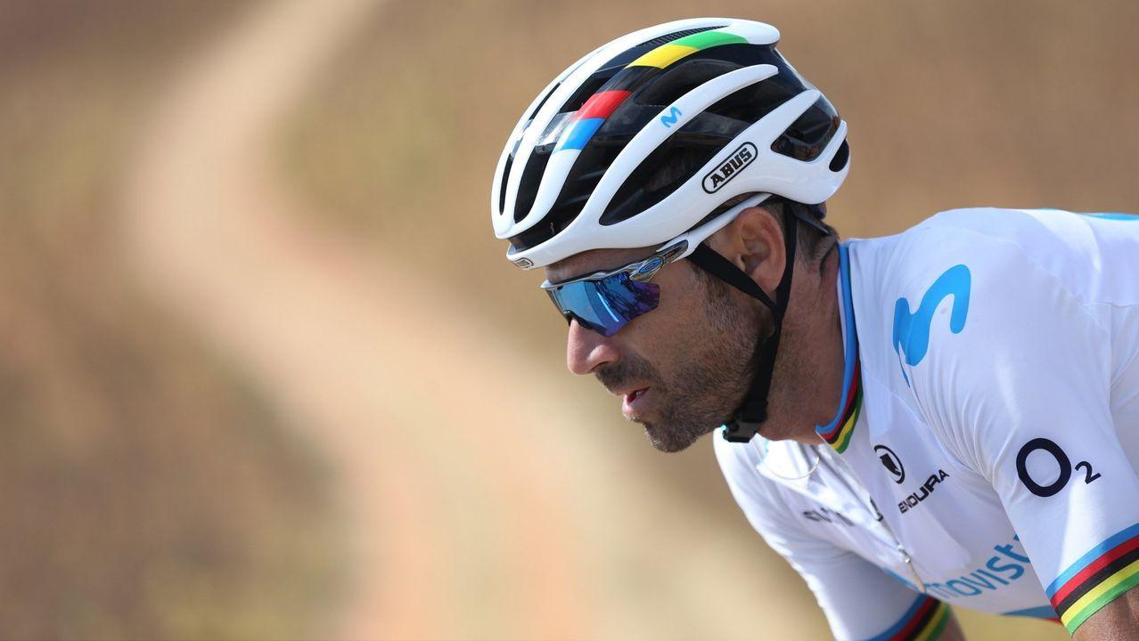 Alberto Contador se impone en el Angliru, en la Vuelta a España.El combinado nacional en la preparación de los Mundiales de Ciclismo en Ruta