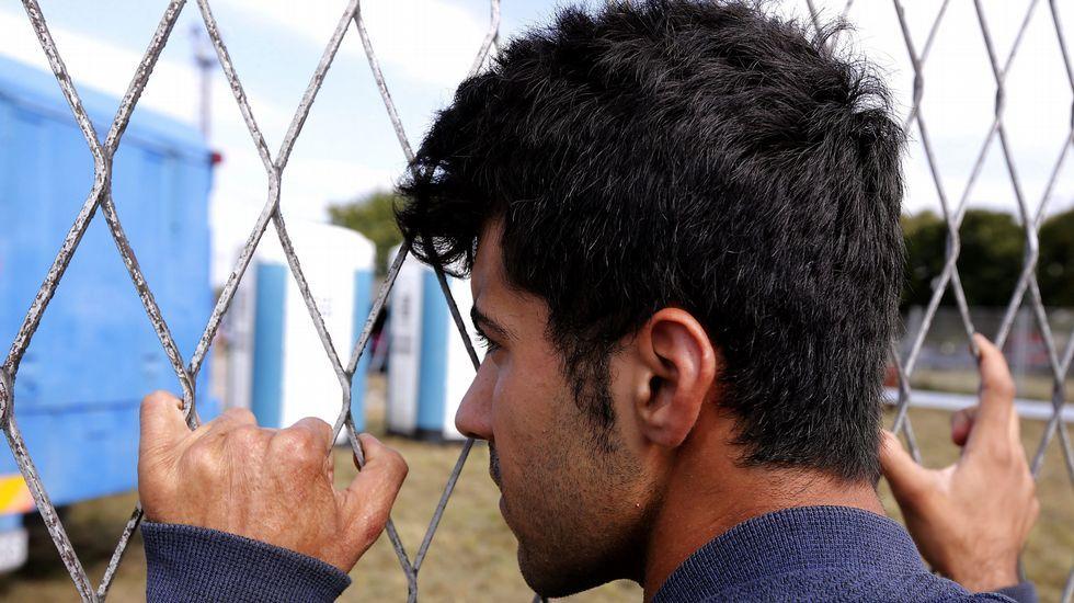 Cientos de refugiados intentan cruzar la frontera antes de que Hungría la cierre