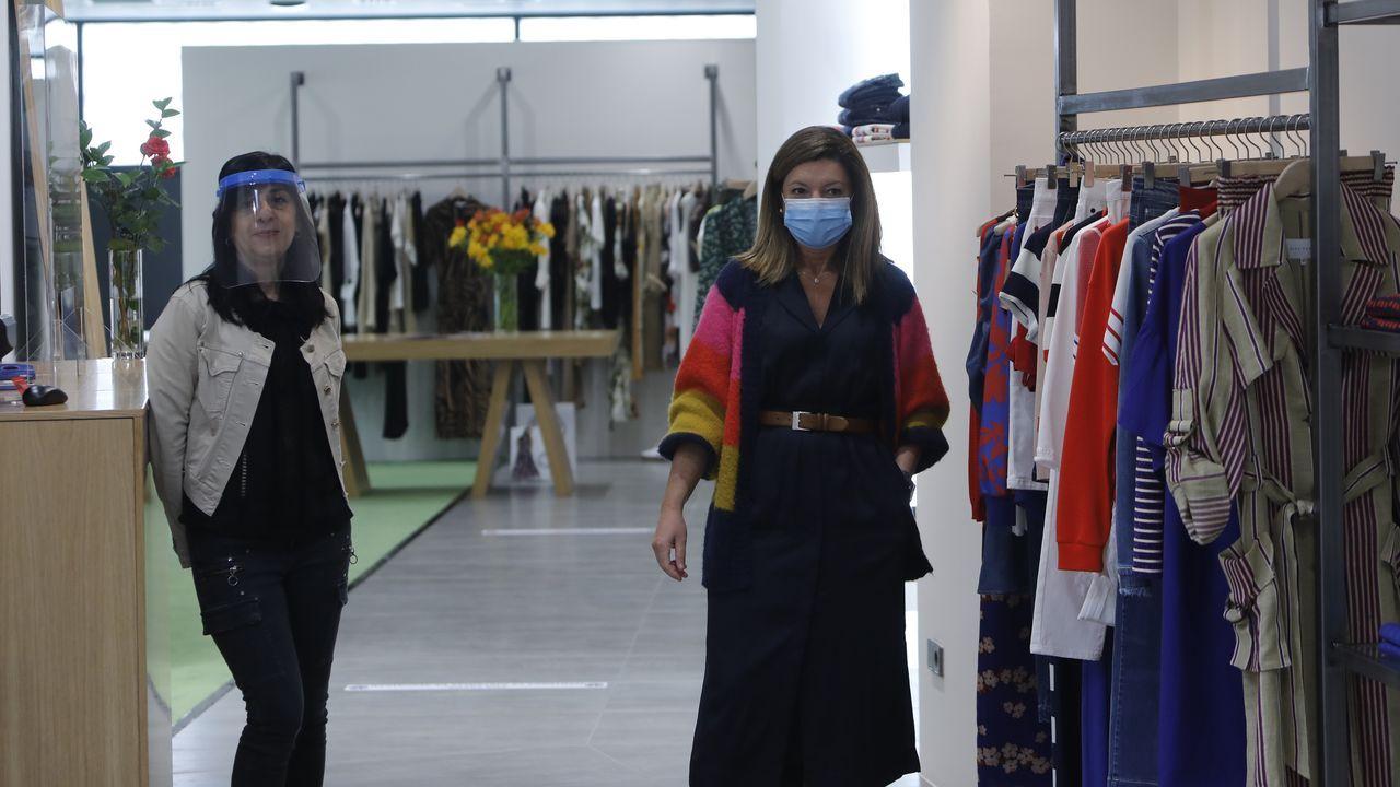 Rebeca Mourelo y María Cebreiros, en la tienda Thrama