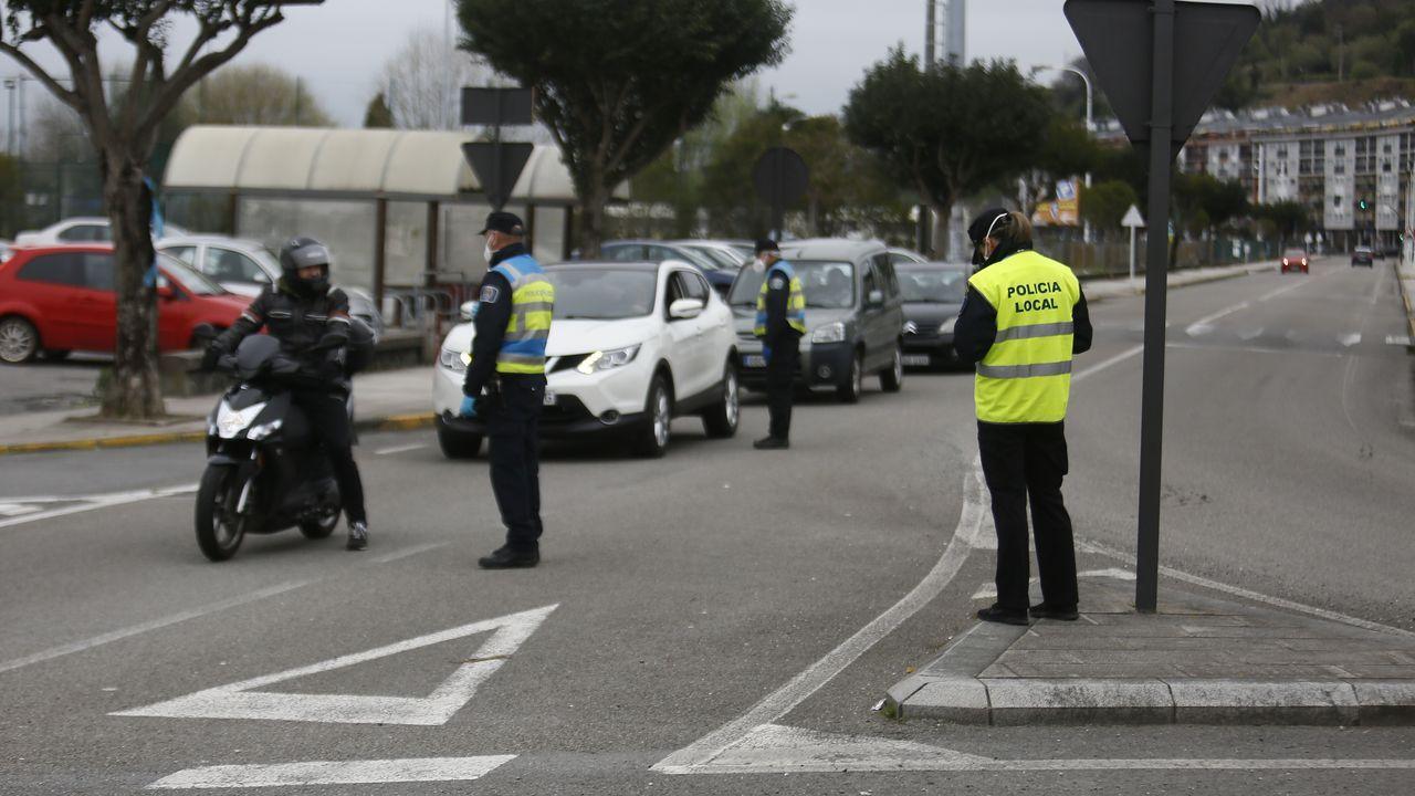 Policía Local, Guardia Civil y Policía Nacional controlan en Viveiro que conductores y viandantes cumplan el confinamiento contra el coronavirus
