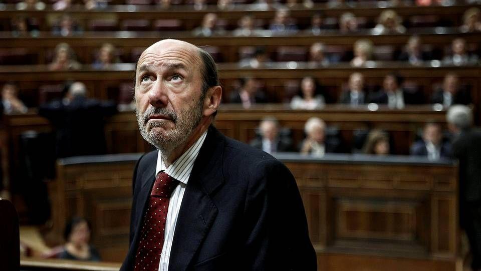 Rubalcaba lideró el PSOE, optó a presidente y su papel fue fundamental en el final de ETA.Autoridades y familiares reciben en el Congreso el féretro de Pérez Rubalcaba