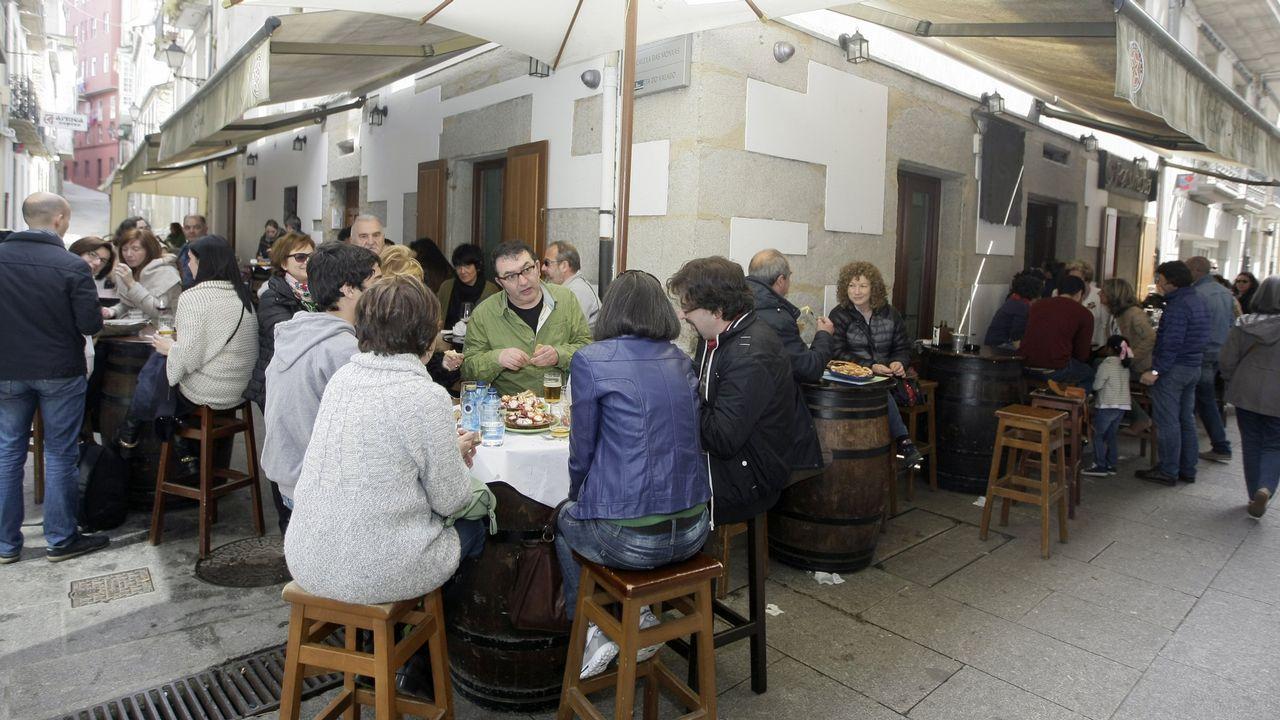 Ni la lluvia ni el frío pueden con la fiesta en Mondoñedo