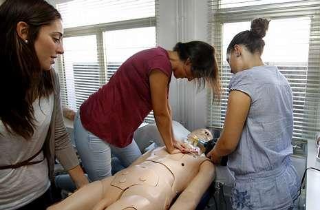 Salas de simulación para entrenar a alumnado y profesionales en Enfermería de la USC.