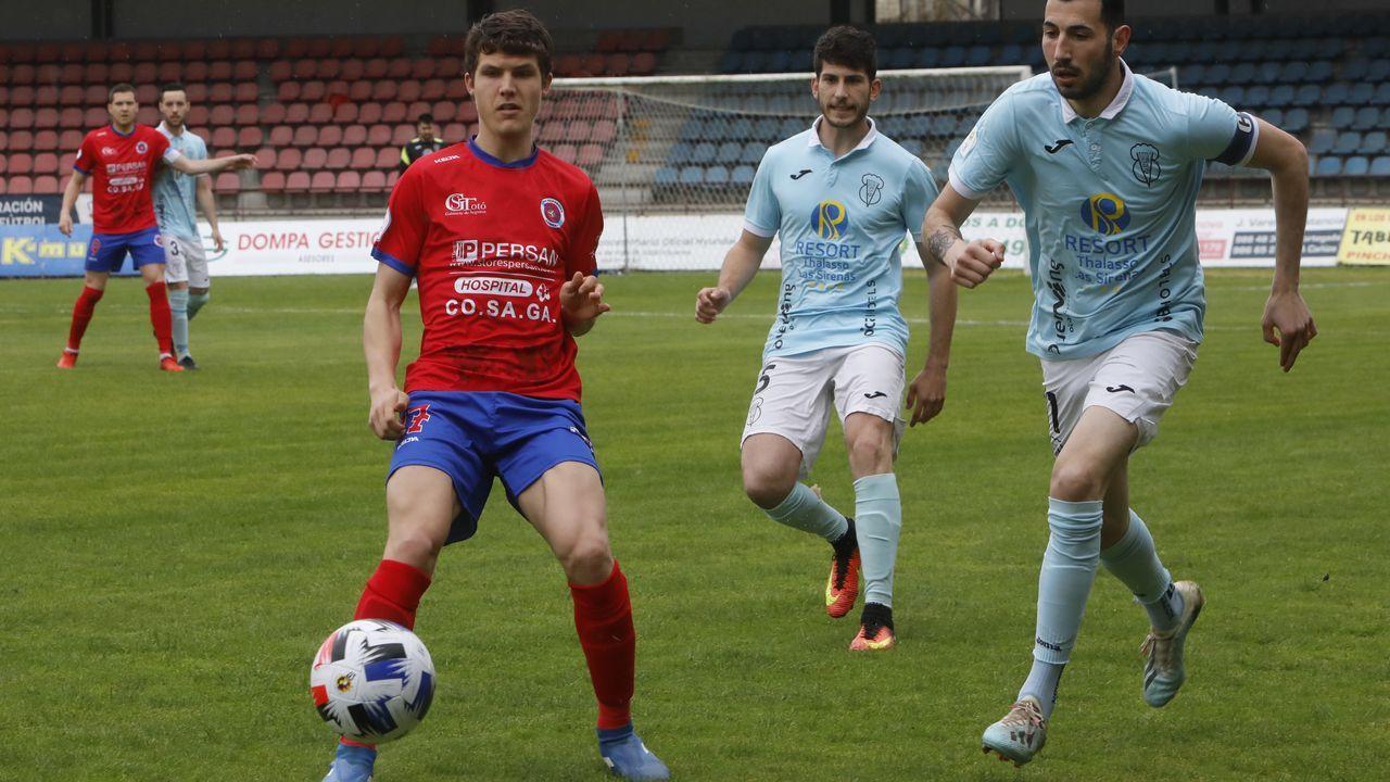 Raúl Melo (UD Ourense) marcó los dos primeros goles del equipo local ante el Viveiro