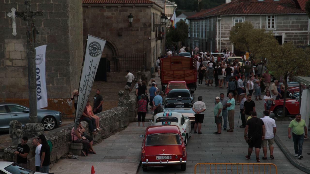 RUTA MONASTERIOS Y CASTILLOS DE AUTOMÓVILES CLÁSICOS.En Xunqueira de Ambía fue la cuarta concentración de vehículos (1900-1969) que dio paso a una ruta turístico-gastronómica por parte de la provincia.