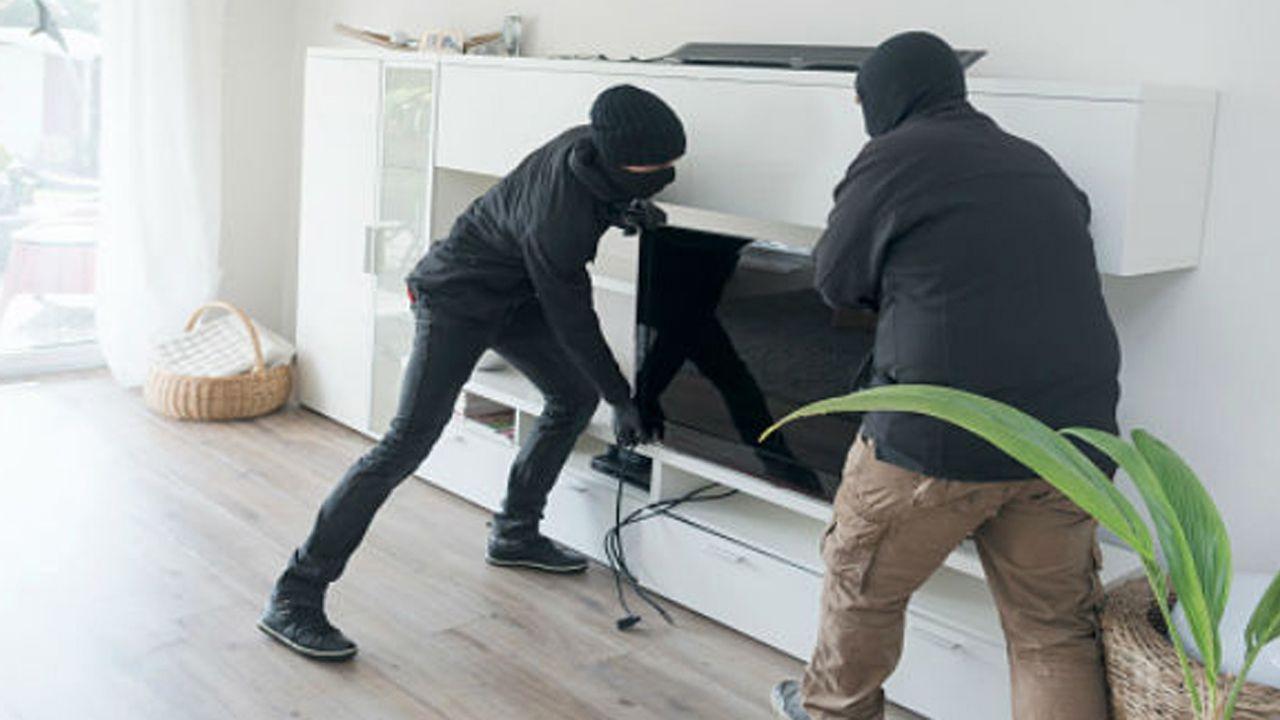Robo en casa ladrones seguridad forzar