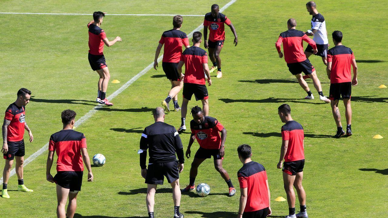 Los jugadores del CD Lugo durante un entrenamiento en O Ceao