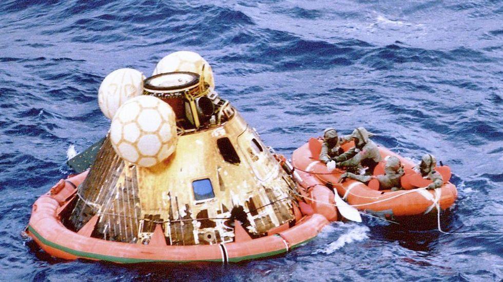 Siete años de trabajo y siete meses de viaje por el espacio para siete minutos de angustia: ¿tocará la sonda la superficie de Marte?.Amaraje del Apolo 11 el 24 julio 1969 en el Pacífico