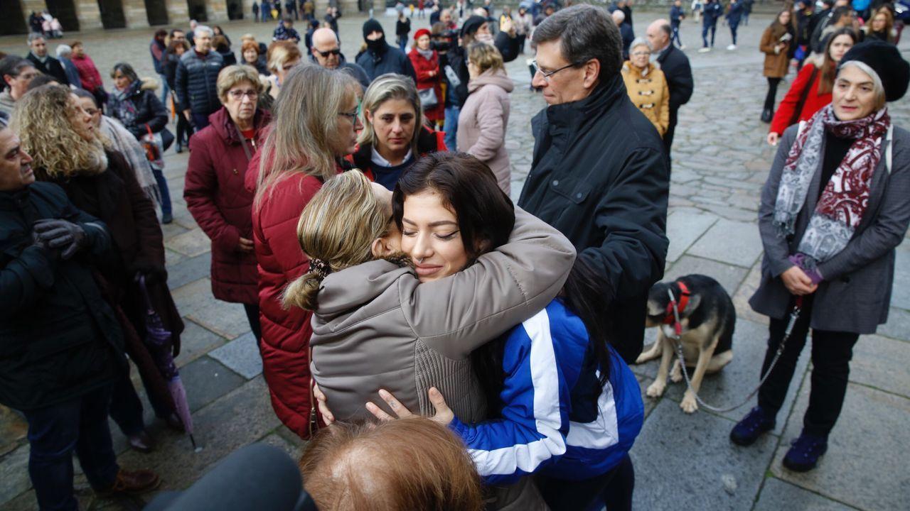 Alfonso Rueda junto al padre de Diana Quer