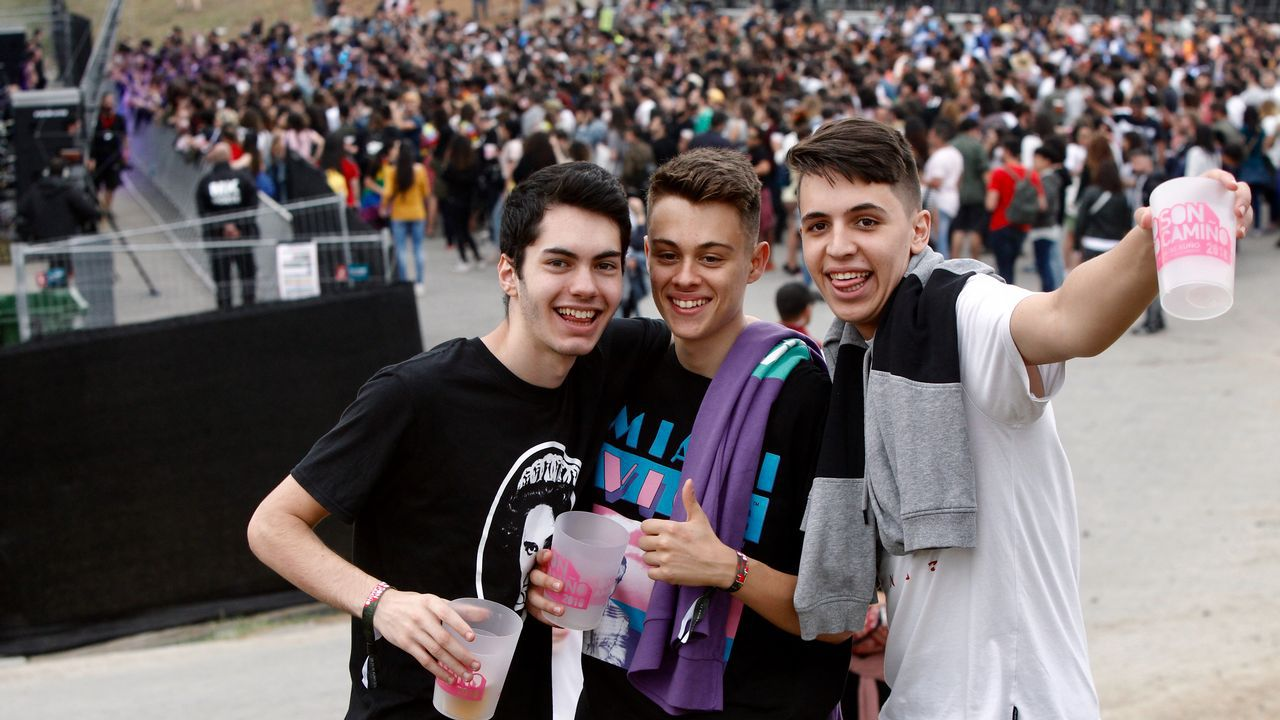 El elaborado «noise» de los barbanzanos Triángulo de Amor Bizarro sumó los aplausos de los primeros festivaleros de la tarde