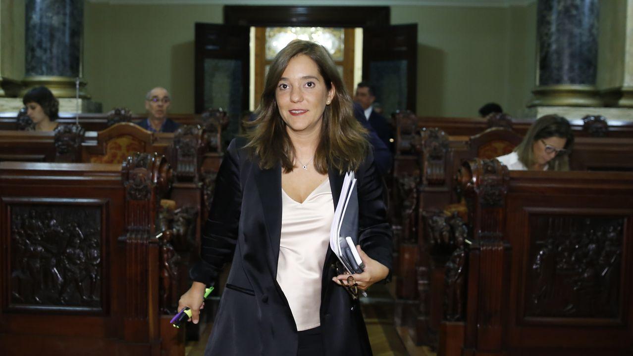 Lidia Fernández, la joven desahuciada con su bebé en Oviedo, durante una intervención en RTPA