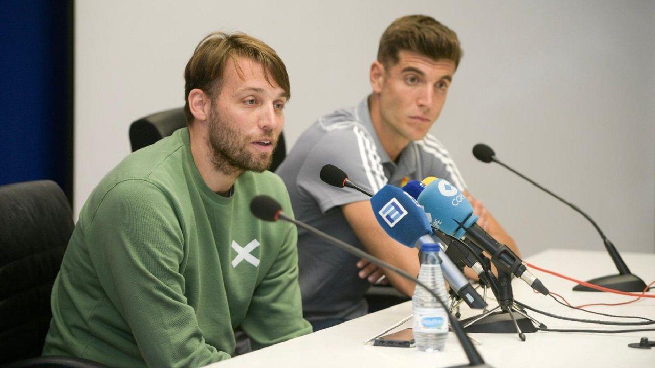 Michu, en primer plano, con Javi Fernández a su izquierda