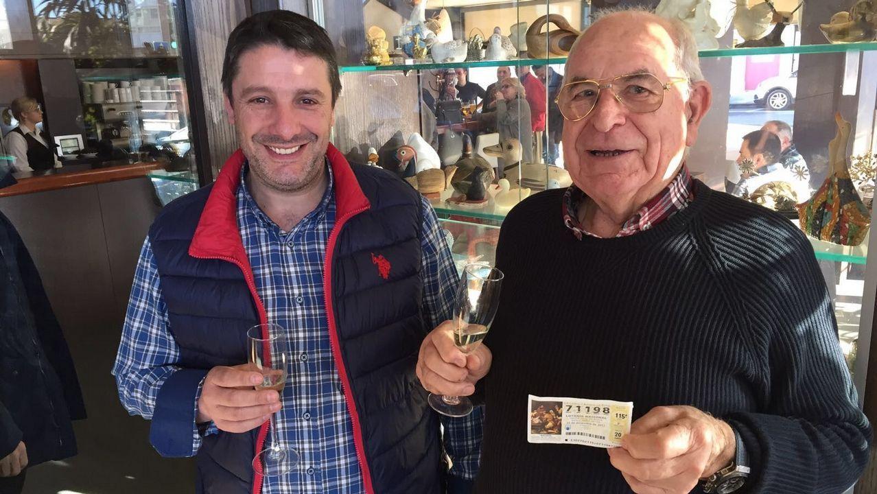 El Gordo viaja de Vilalba a Ferrolterra.Celebración en el bar Cascudo
