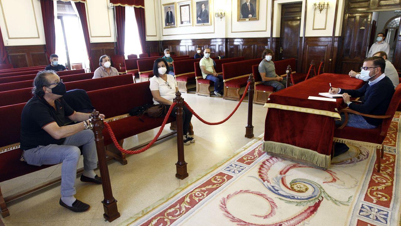 Una representación de los trabajadores marchó hasta el consistorio, donde fueron recibidos
