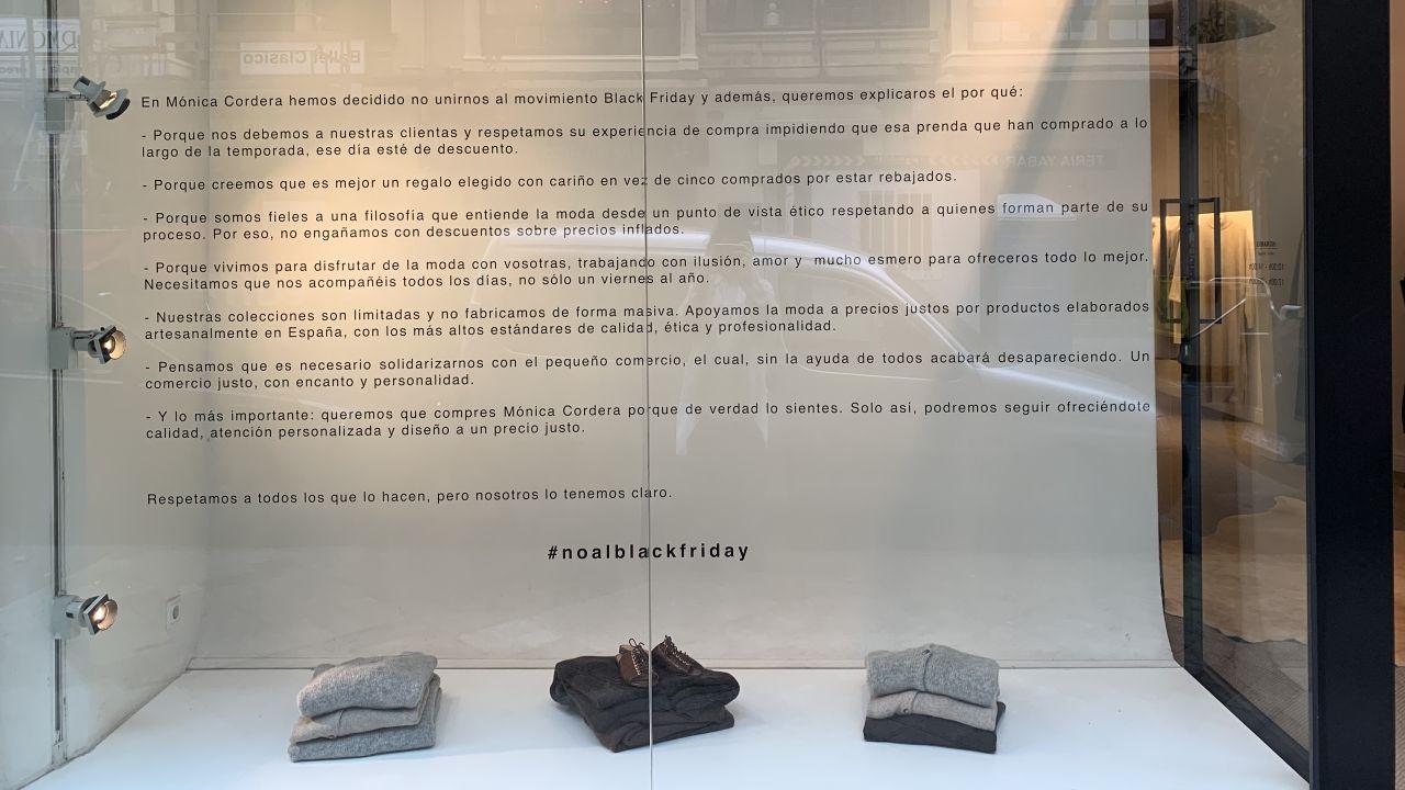 El Black Friday llena las zonas comerciales de A Coruña.El Corte Inglés de Oviedo