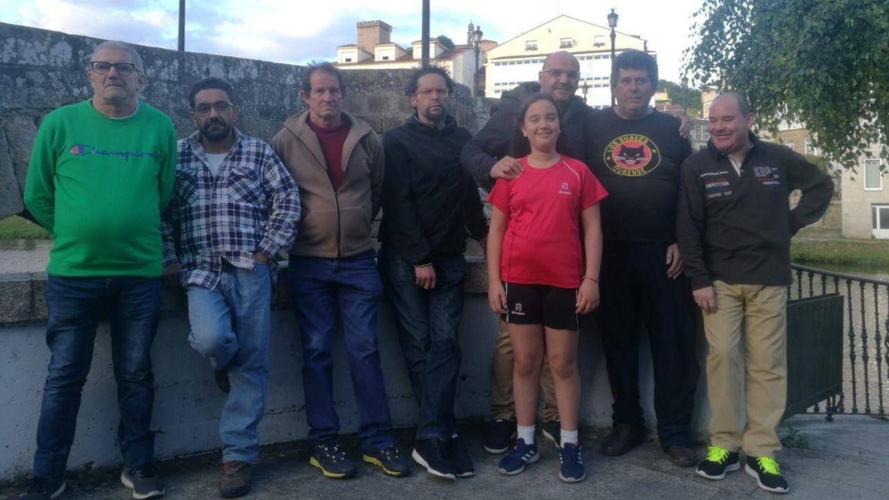 Mil roscas para abrir boca.El alcalde de Monforte, José Tomé (PSOE), con su esposa y sus dos nietos, tras recibir el bastón municipal