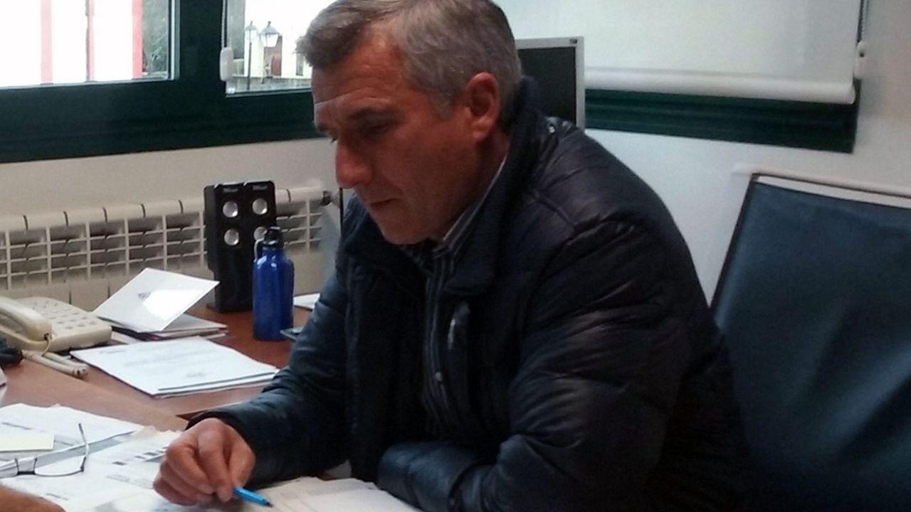 Tensión en el debate sobre el tren del Nalón.El alcalde de Sobrescobio, Marcelino Martínez
