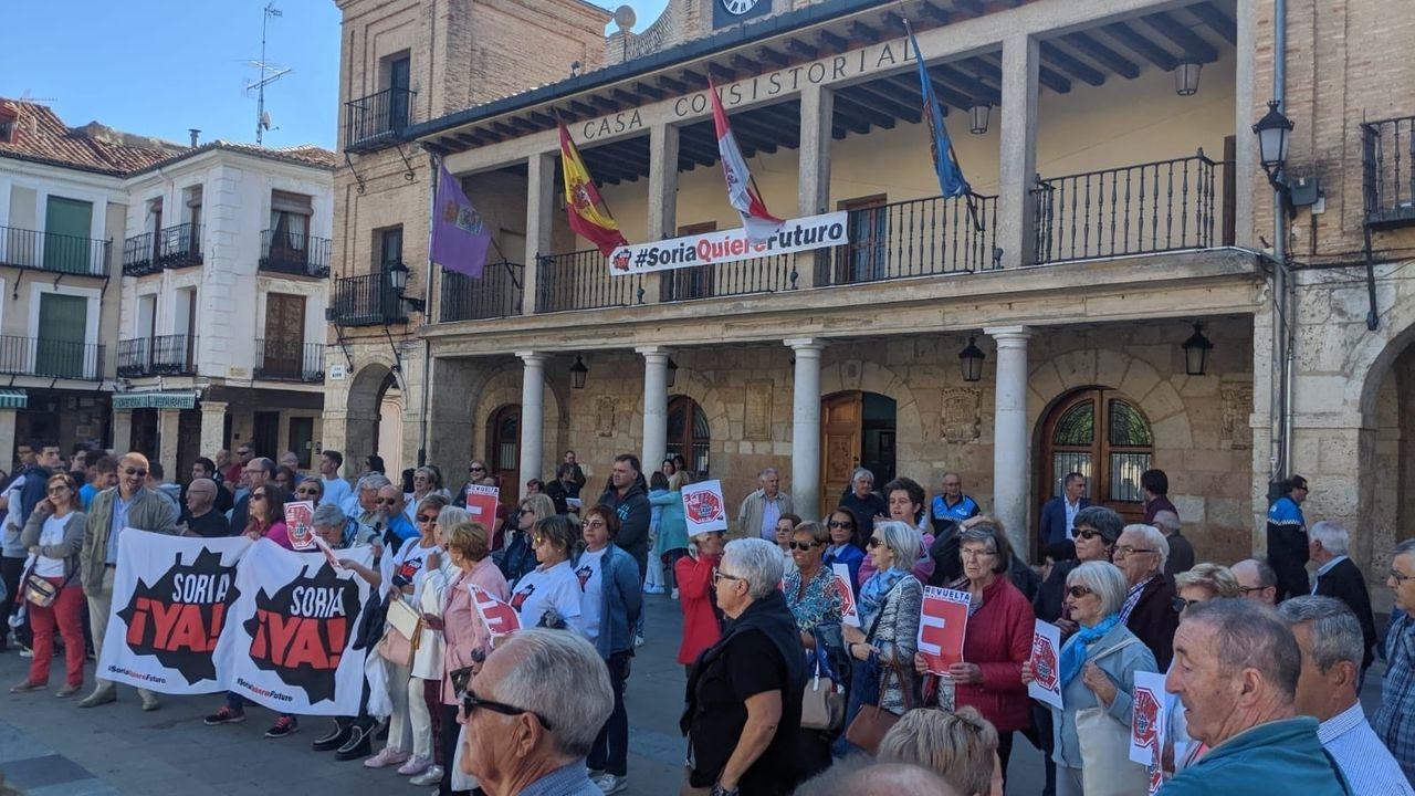 Pedro Sánchez quiere Gobierno en diciembre.Miles de personas se han sumado al paro de la España vaciada contra la despoblación. En la imagen, una concentración en Soria
