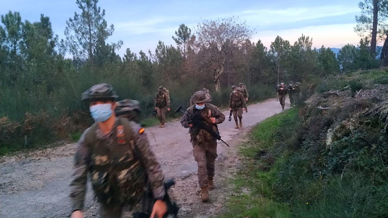 El Cuartel General realiza una marcha de endurecimiento por las sendas del parque forestal de A Fracha