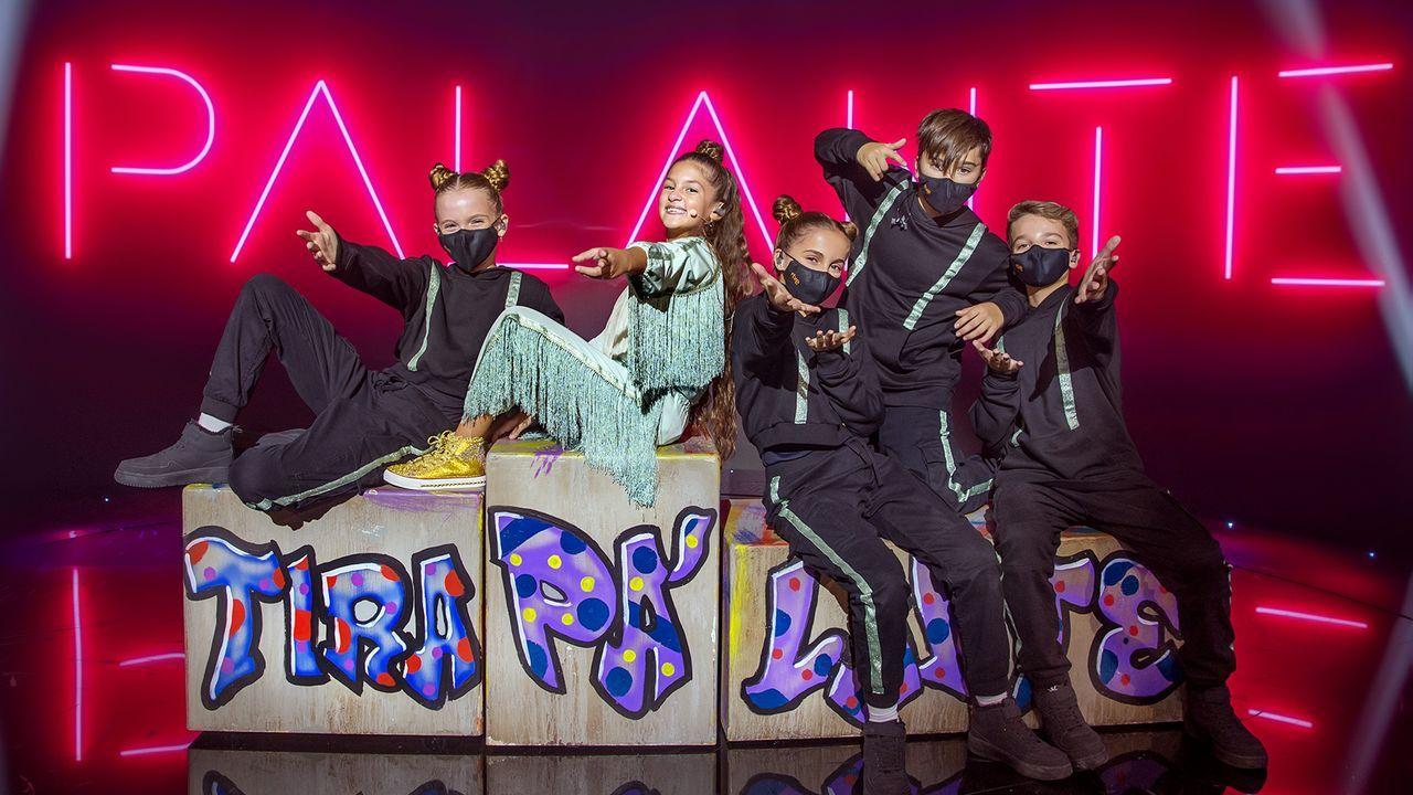 Soleá Fernández (segunda por la izquierda) junto con su equipo de bailarines durante la grabación de «Palante» para Eurovisión Junior 2020