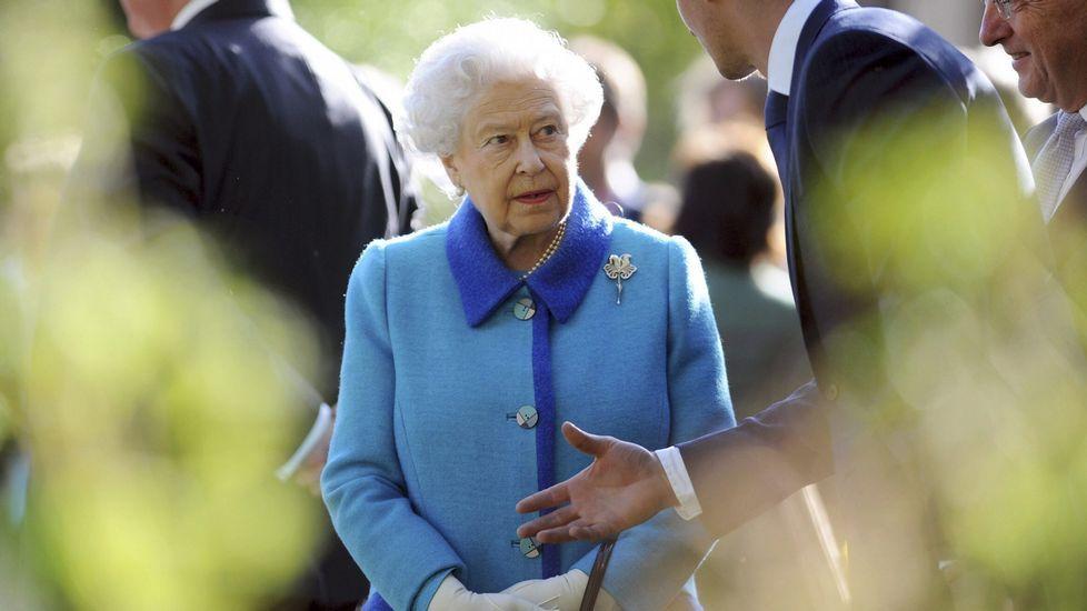 41. Reina Isabel II