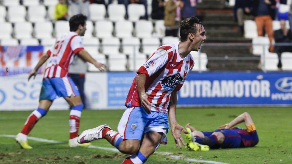 Las imágenes del partido Xuven contra Barça B.<span lang= es-es >Respaldo municipal al líder</span>. Lores aseguró el compromiso del Concello con el Teucro ante el más que posible ascenso a Asobal.