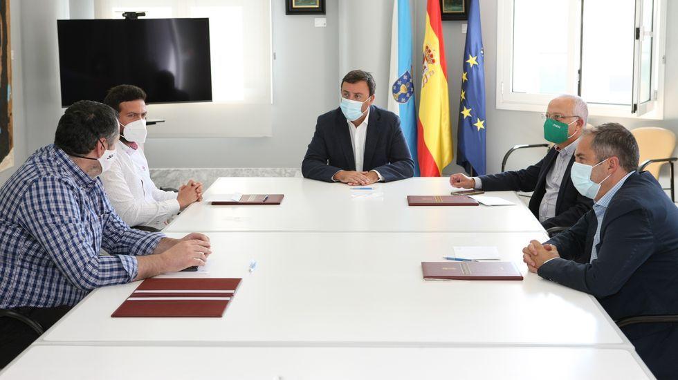 Vecinos de la comarca de Ordes en el «banco mais fedento do mundo»