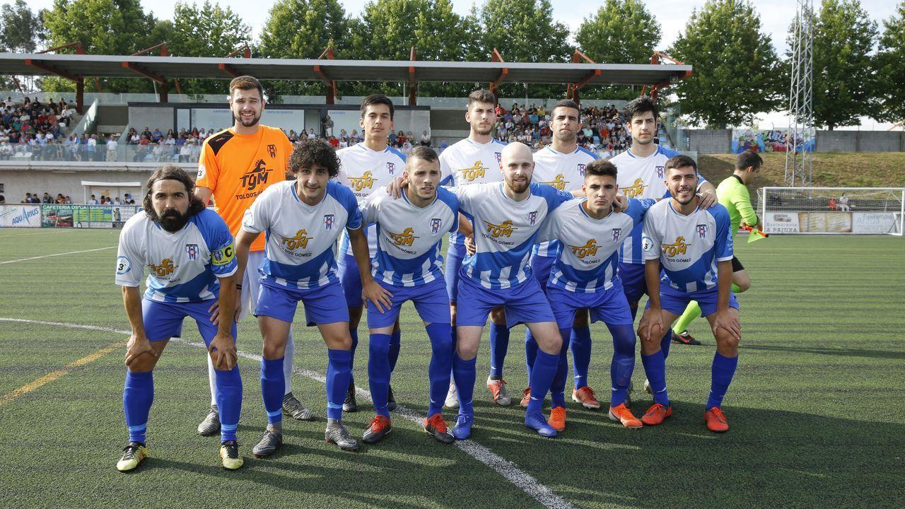 Histórico debut del Arzúa en Tercera División.Jesús Rial (izquierda) y Ricardo Cutrín (derecha) se ordernaron el mismo día en la Catedral de Santiago