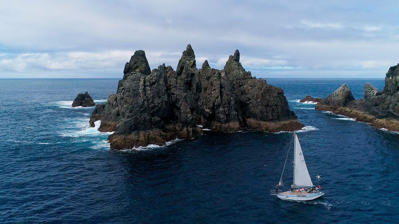 1. OS AGUILLÓNS. Navegar mar adentro dejando atrás cabo Ortegal ofrece una de las panorámicas ma´s impresionantes de la costa gallega. Con queresvela se pueden contemplar de tú a tú en sus rutas marítimas