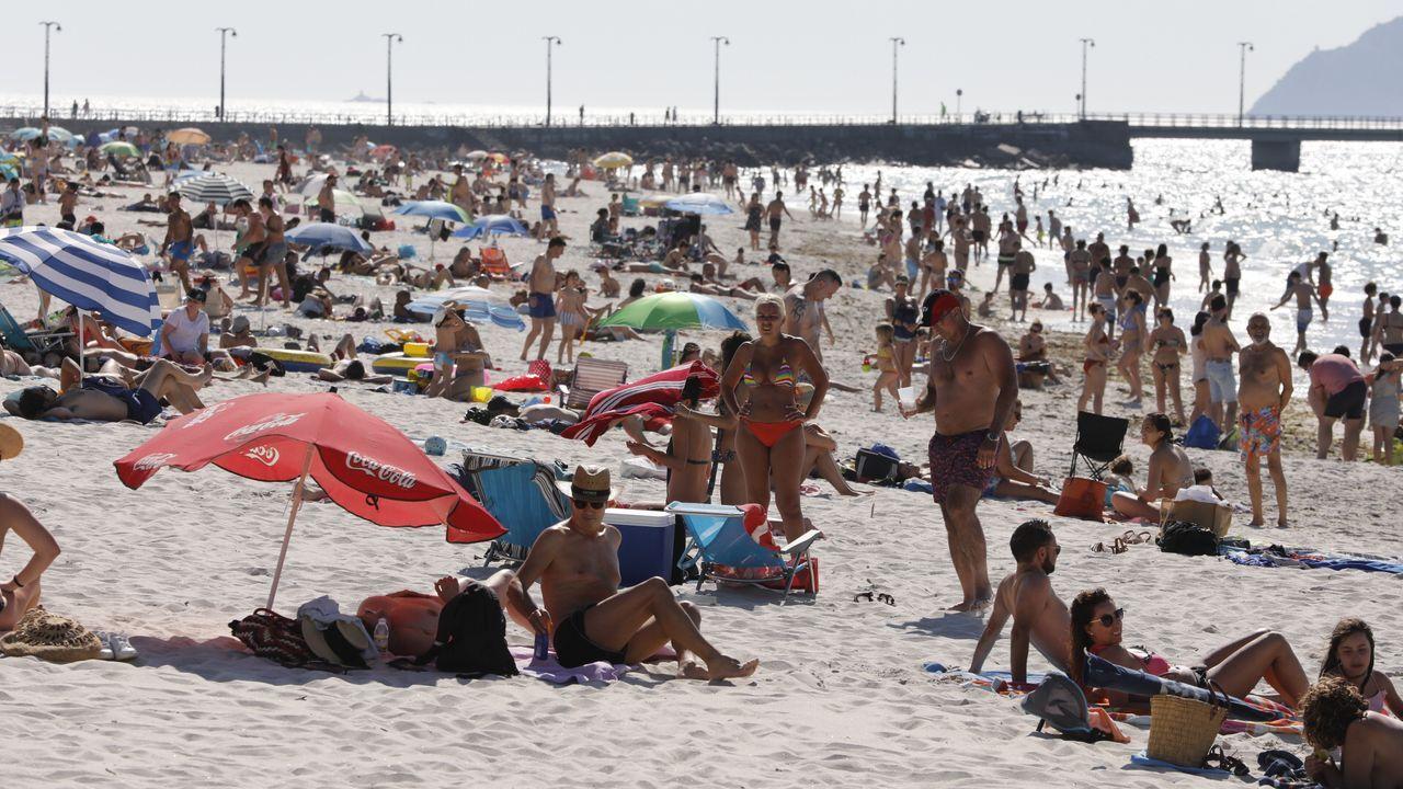 Galicia se echa a la playa.Auxiliares de Policía Local patrullando en Ourense