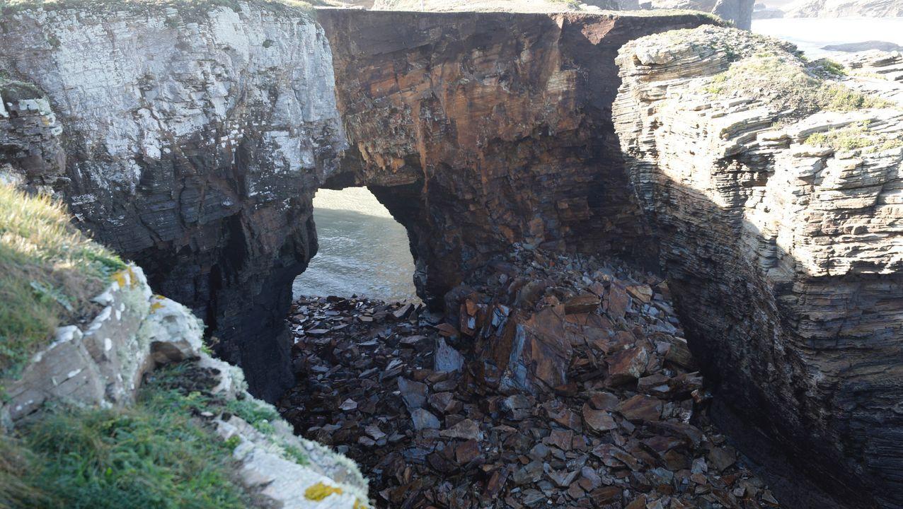 El desprendimiento del pasado día 30 evidenció la fragilidad del monumento natural de As Catedrais