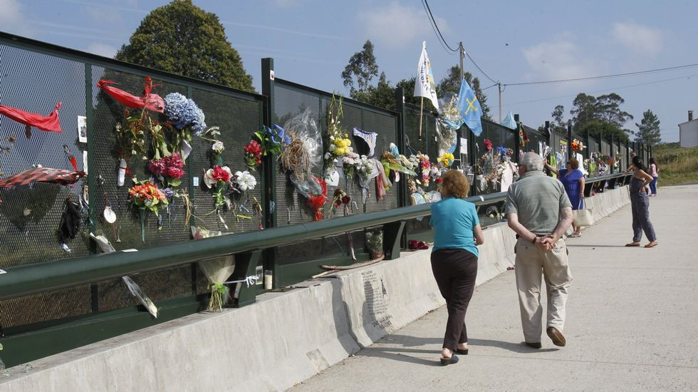 Recuerdo a las víctimas en Angrois