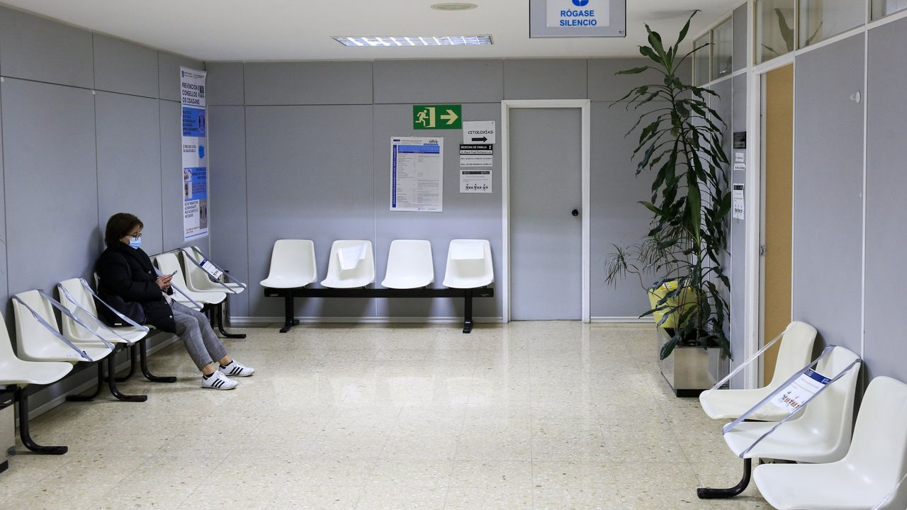 Sala de espera de un centro de salud de Ourense el pasado noviembre
