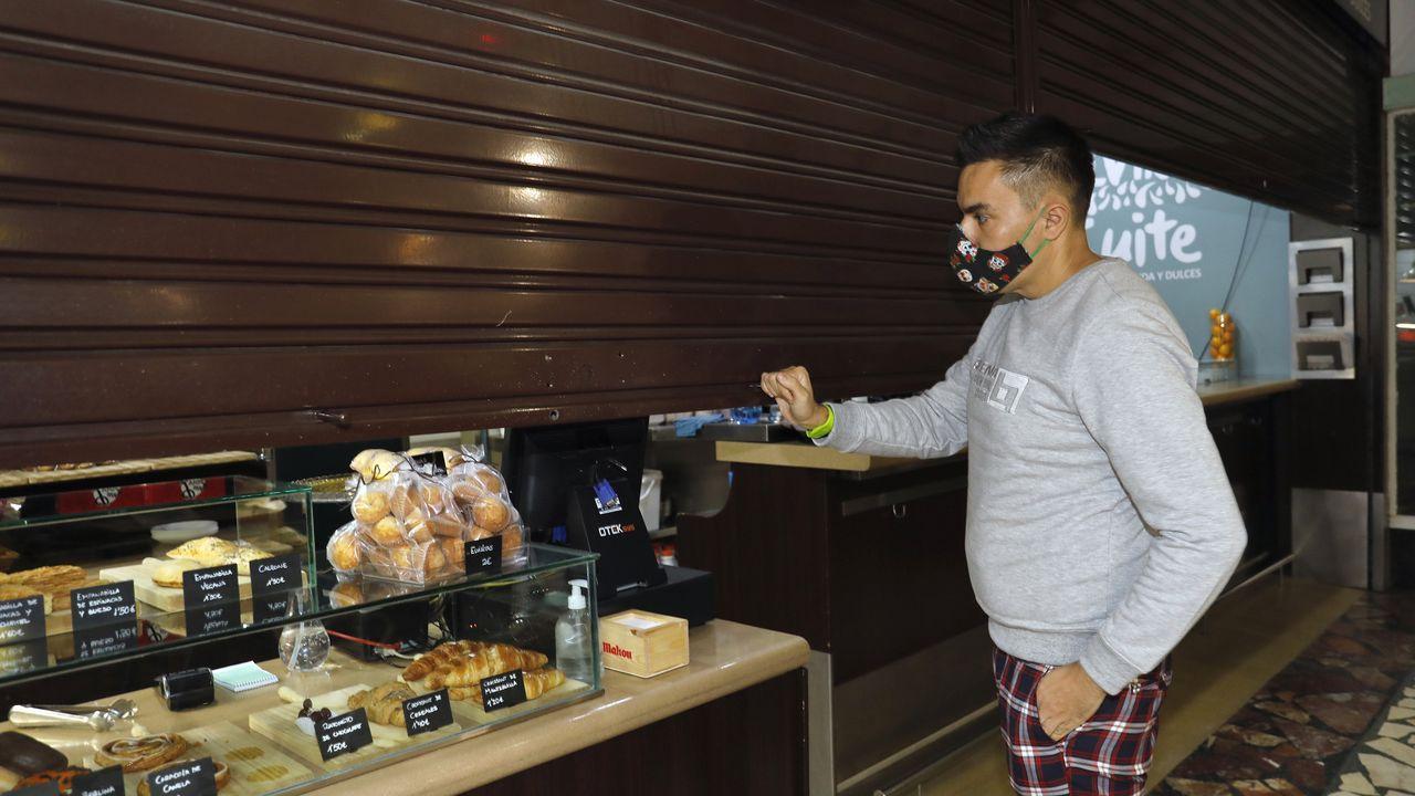 Los establecimientos de hostelería, como este de Vigo, no podrán abrir, salvo servicio a domicilio, hasta dentro de un mes