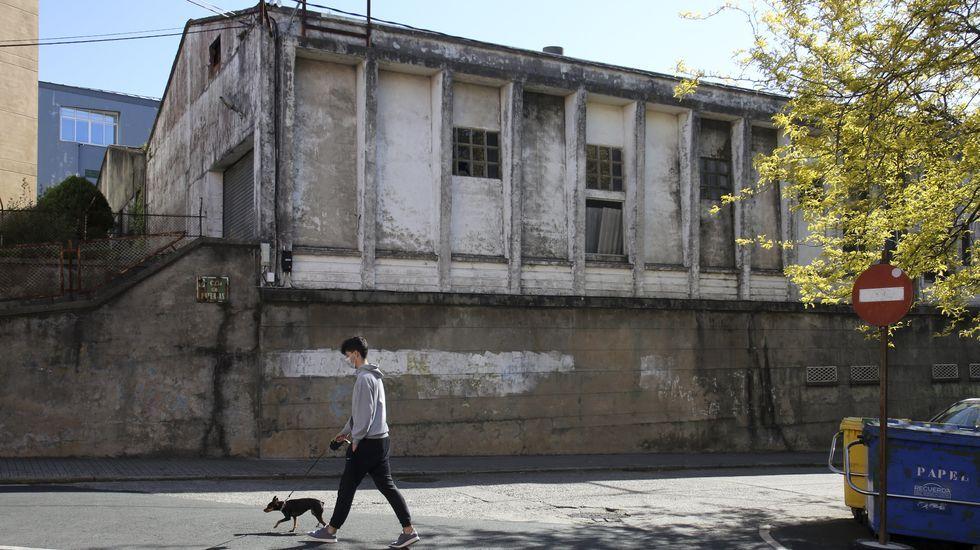 Estado del exterior de la vieja fábrica de redes, situada en la calle Baterías