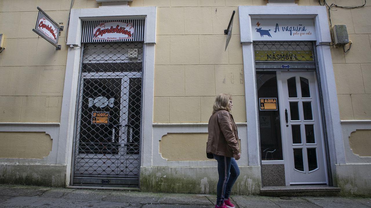 Multitud de bajos comerciales permanecen cerrados en Noia