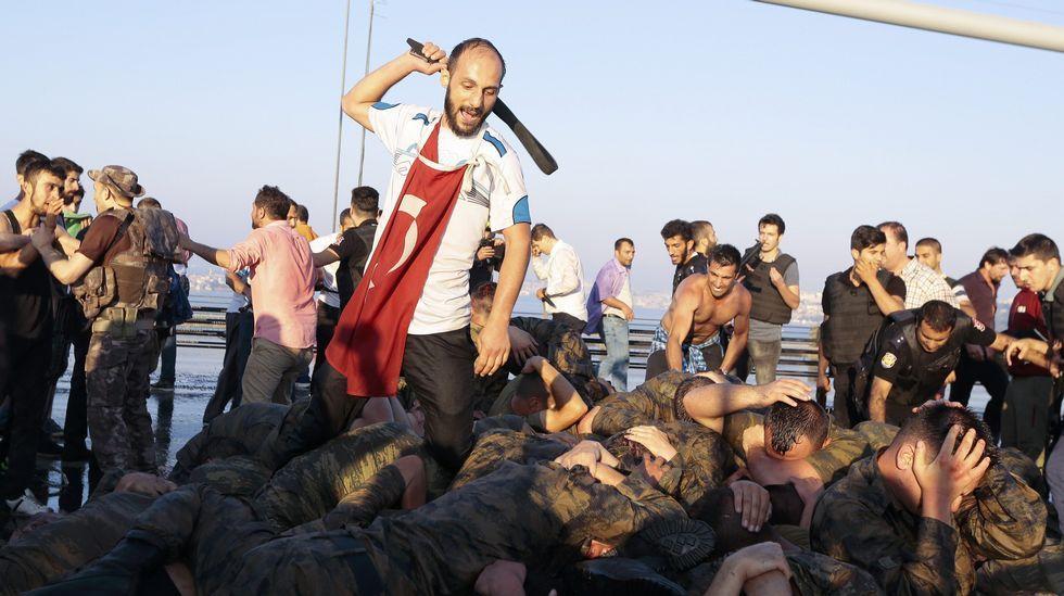 En streaming, el golpe de estado fallido en Turquía.BULENT KILIC | afp