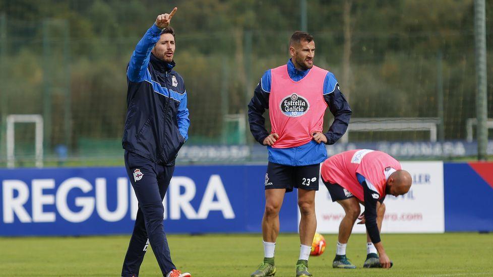El Atlético ya está en A Coruña.Lucas, durante un entrenamiento