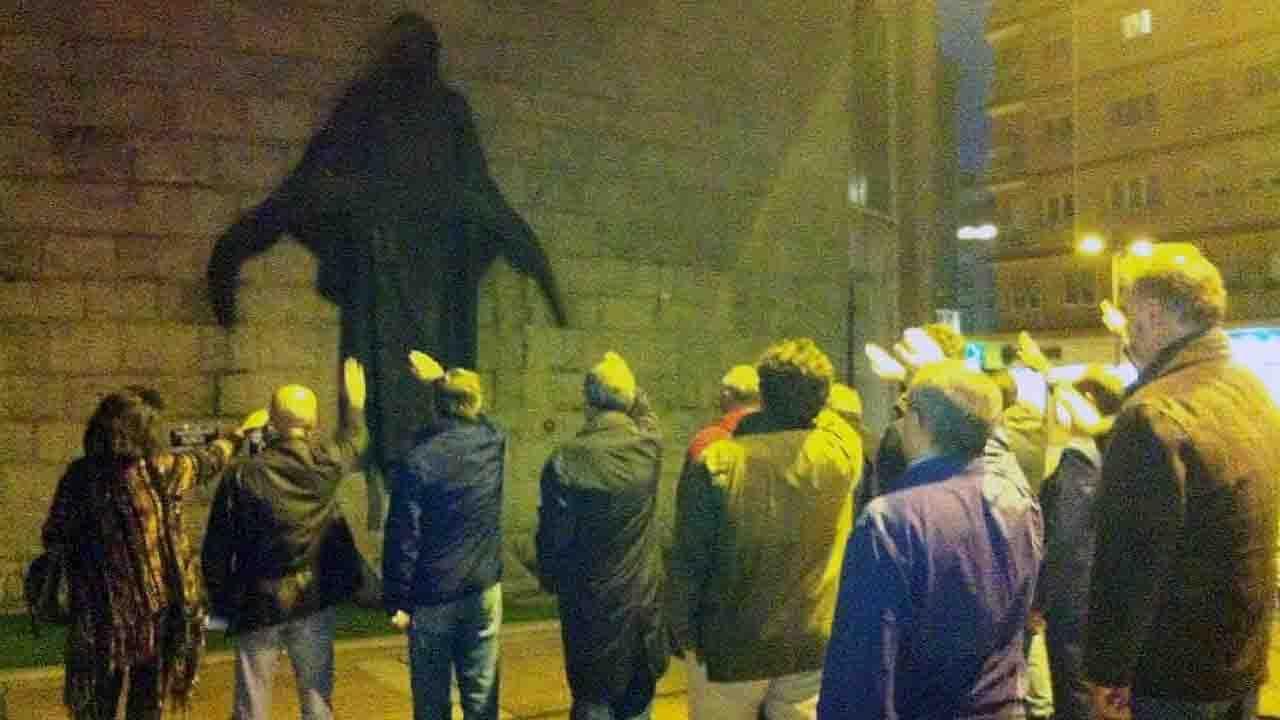 El saludo fascista en la antigua plaza de la Gesta