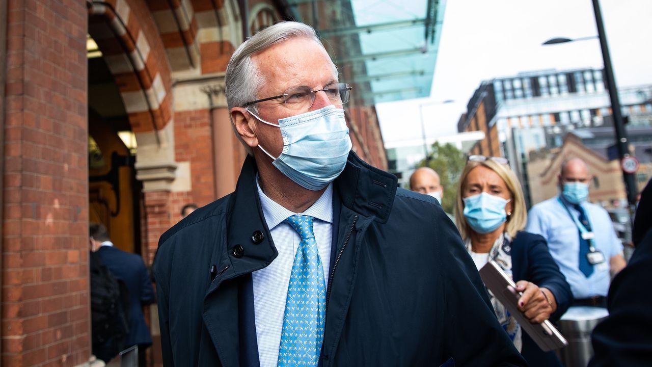 Barnier a su llegada a la estación del tren Eurostaren Londres para mantener conversaciones informales sobre el acuerdo postbrexit