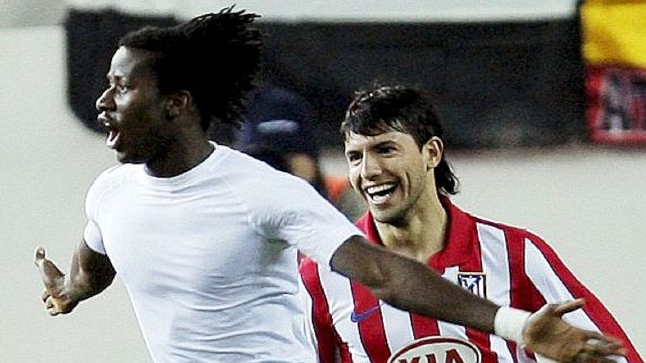Anquela Requexon Real Oviedo.Ibrahima y Sergio Agüero celebran un gol con el Atlético