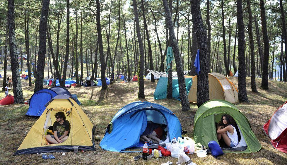 Las tiendas de campaña no se podrán instalar en la zona del pinar a partir de este año.
