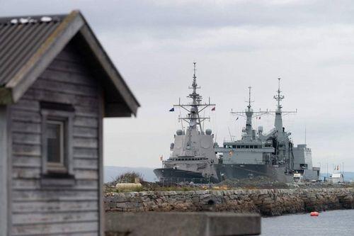 Cantabria y F-105 en el puerto canadiense de Trondheim