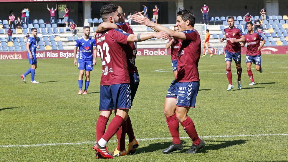 Triunfo del Pontevedra CF ante el Covadonga.César Martín y Francesc Arnau, en El Requexón viendo un partido del Vetusta