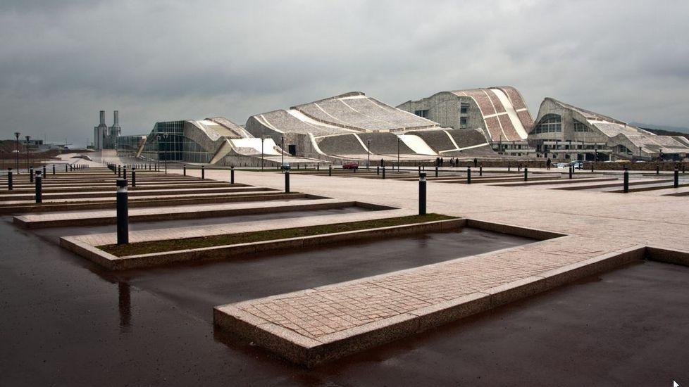 La Ciudad de la Cultura, un complejo cubierto de obras.Basura acumulada durante la huelga de quince días de Urbaser en Lugo