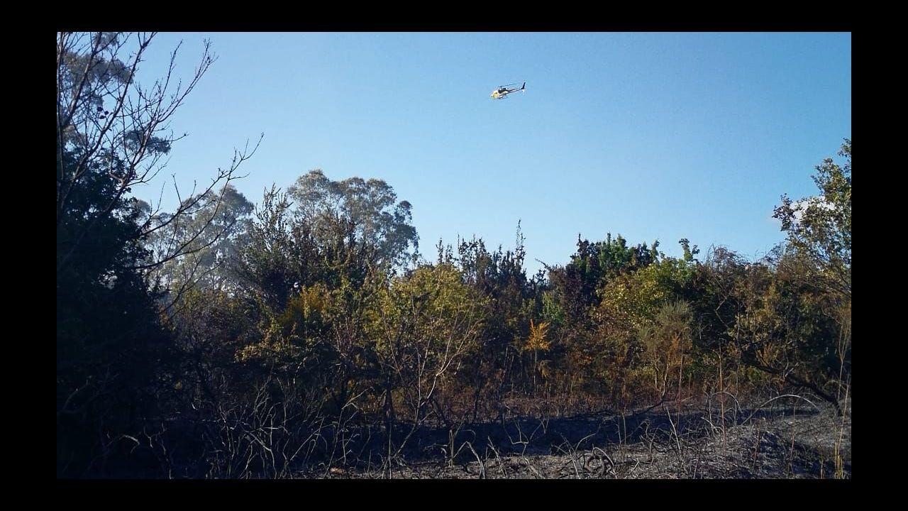El incendio en las instalaciones de Jealsa en imágenes.Un bombero, durante una intervención en un incendio