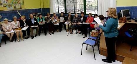 Rosalía Mera, una vida en imágenes.Miembros de Fademga se dieron cita en La Salle en los debates sobre los retos futuros.