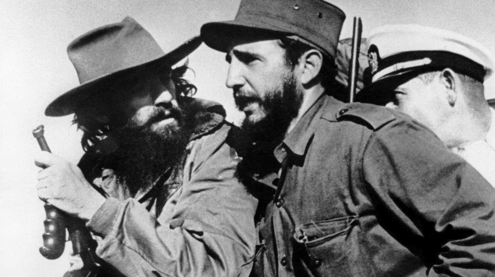 Fidel Castro y Camilo Cienfuegos entrando en La Habana en 1959
