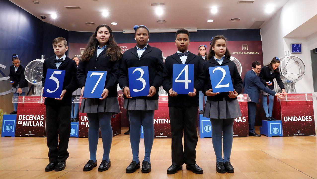 El primer premio del sorteo extraordinario de la lotería del Niño ha sido el 57342. El sorteo de El Niño es el segundo más importante de la Lotería Nacional, que se ha celebrado este lunes en el Salón de Sorteos de Loterías y Apuestas del Estado de Madrid, y que repartirá 700 millones de euros en premios