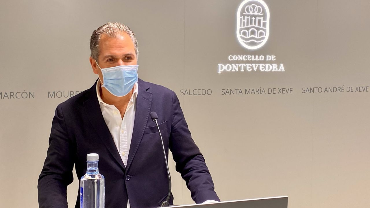 Colas para vacunarse contra el covid en Pontevedra.El portavoz municipal del PP de Pontevedra, Rafa Domínguez
